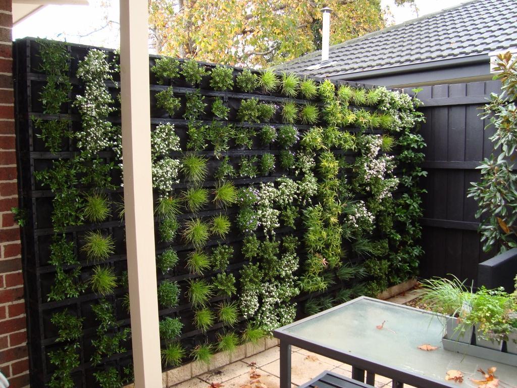 Gro wall customer project galleries atlantis for Bancos de granito para jardin