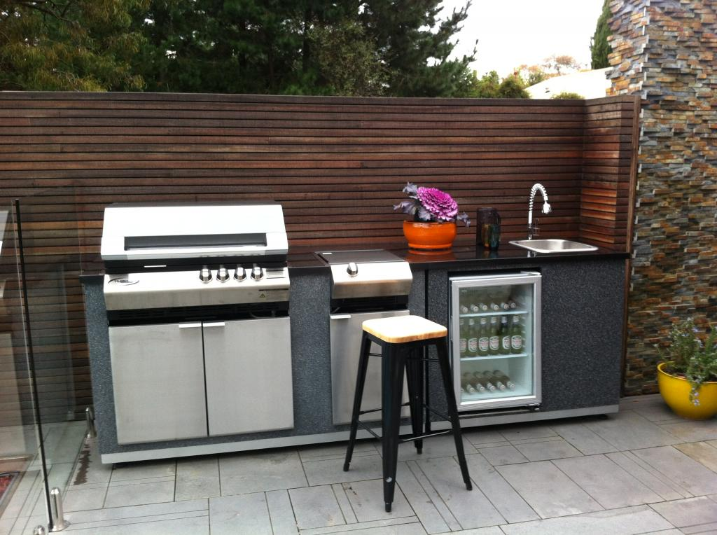10 best outdoor kitchen appliances for Outdoor bbq designs plans