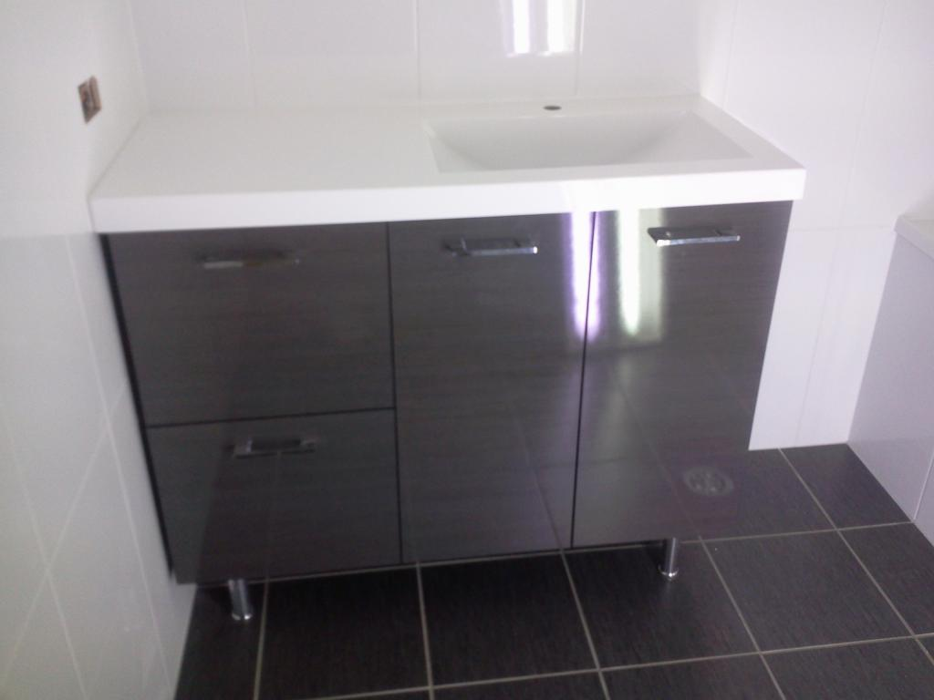 Paul hurlock carpentry property maintenance townsville for Bathroom cabinets townsville