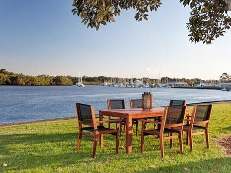The outdoor furniture specialists broome broome western for Outdoor furniture specialists