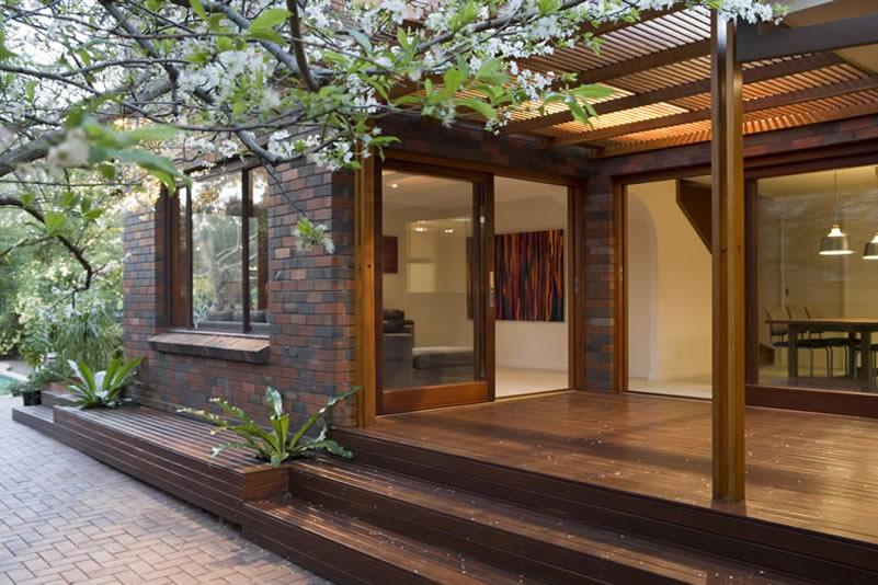 Elevated Decking Ideas by Zugai Strudwick Architects