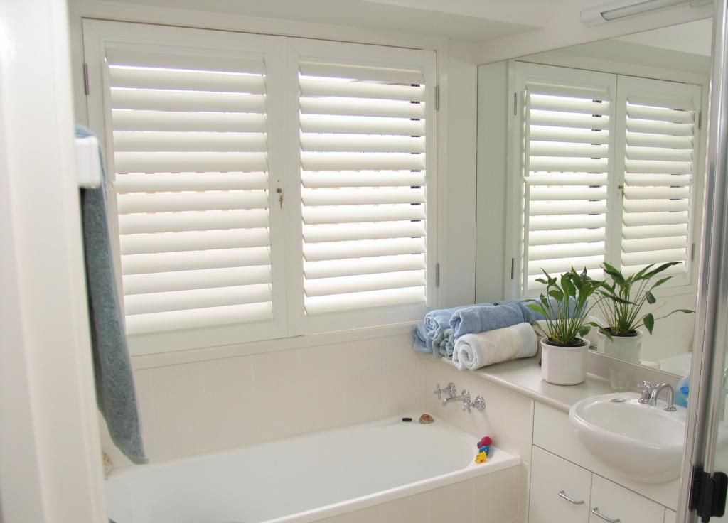 Your guide to plantation shutters - Plantation shutters for bathroom ...
