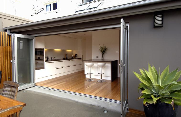 Bifold doors inspiration webber architects australia for Kitchen designs newcastle nsw