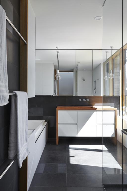 Bathroom Tile Design Ideas by Windiate ARCHITECTS Pty Ltd
