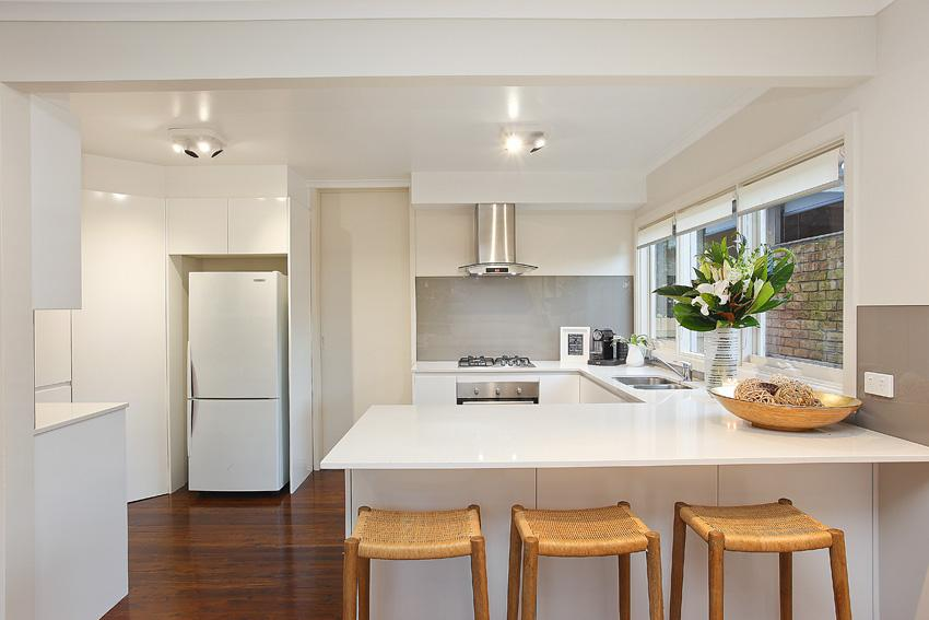 Get inspired by photos of kitchens from australian for Kitchen design qualifications uk