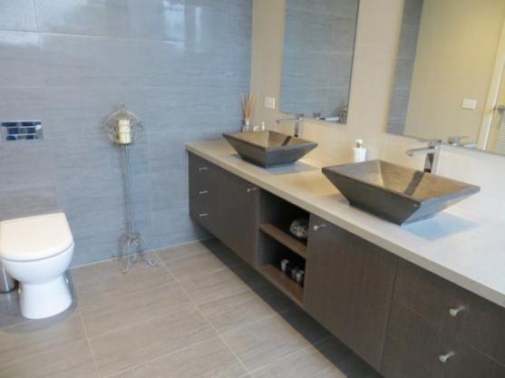 Bathroom Tile Design Ideas by Inn Bathrooms