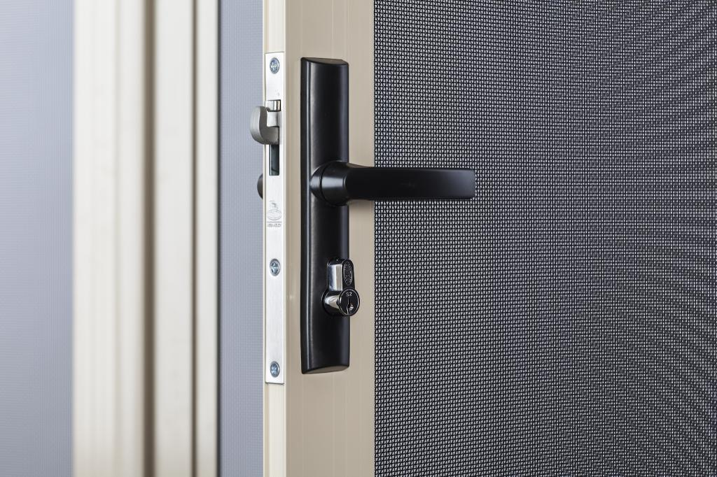 cost to install security screen door 2