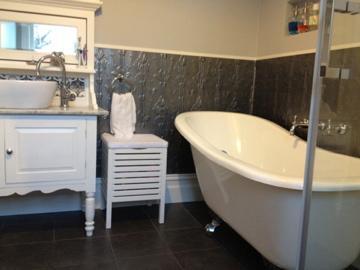 Rebuild new constructions pty ltd newport damian for Bathroom 94 percent