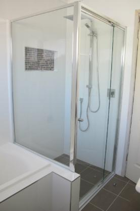 Shower Design Ideas by MacArthur Glass