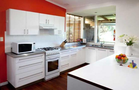 Get inspired by photos of kitchens from australian for Kitchen feature wall ideas