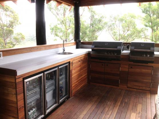 Outdoor Kitchen Ideas by Everglades Pools & Landscapes