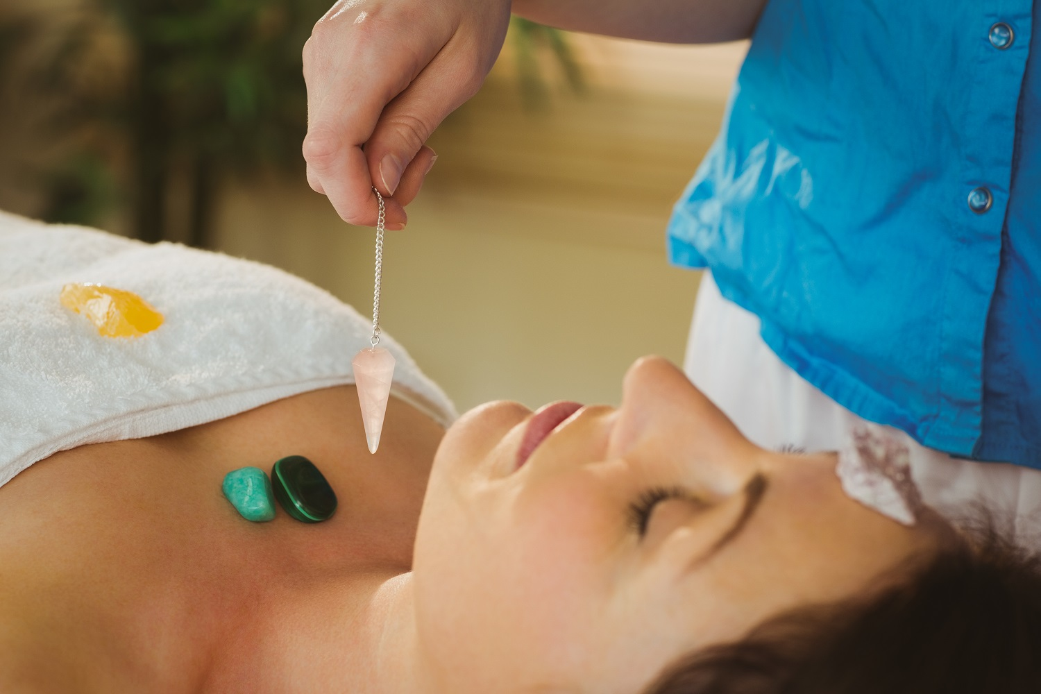 What is Crystal Therapy & Its Benefits?