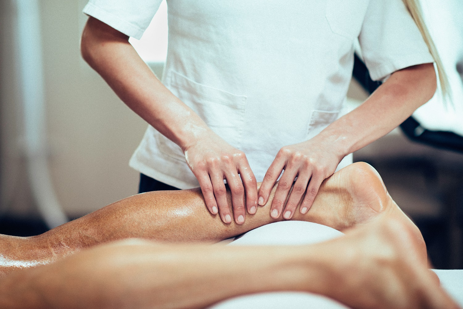 What is Sports Massage Therapy, Its Benefits & Where to Get It?